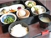 煮しめ等、優しい味の和朝食。ごはんおかわりOK