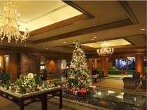 クリスマスのホテルロビー