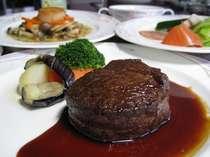 メインが北海道産牛ヒレのフルコースディナー1例です