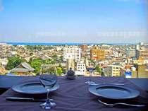 *スカイレストラン「ゴンドリーナ」からの眺め。海や夜景が楽しめます