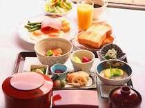 *お席に着いてから、洋食・和食が選べる朝食。