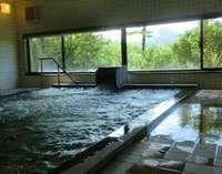 高天ヶ原神社から引いている天然温泉の大浴場です。志賀山や笠岳が臨めます。