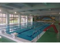 冬でも楽しめる温水プールは宿泊者は滞在中無料。