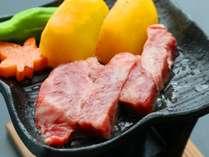 山海の幸■知多牛サーロインステーキをお好みの焼き加減でお召し上がり。