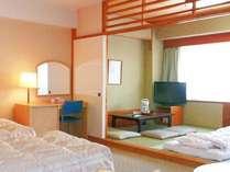 和洋室のお部屋の一例です。ご家族で、グループでお寛ぎいただけます。
