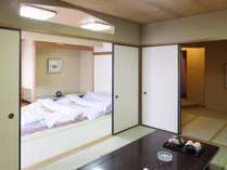 当館自慢の特別室(和室二間)4名~6名様用です。ニ間のお部屋になります。
