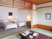 和洋室のお部屋の一例です。ご家族やグループでのご宿泊にオススメです。