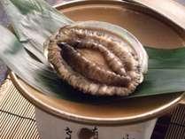 あわびの踊り焼きです。伊豆ならではの贅沢な食事をお楽しみください。