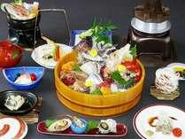 【桶盛会席】(1) 地元浜田港直送のぴちぴち鮮魚が満載で大好評をいただいております。