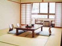 【客室】(1) ゆったりとした和の 情緒あふれる和室でございます。