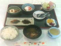 *当館の特製朝食!焼き魚・つくだ煮・たまご料理など、体に優しいメニューが日替わりで♪<ご朝食一例>