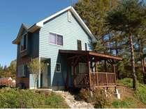 ブルーの外観が美しい洋風の別荘。屋根付きテラスでBBQが楽しめます。☆最大8名様まで☆【No.113】