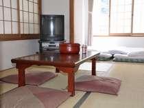 和室の一例。レトロな雰囲気を保つため、毎日隅々まで掃除をしております。