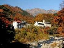 諏訪峡より見る、谷川岳と利根川を望む全景(秋)