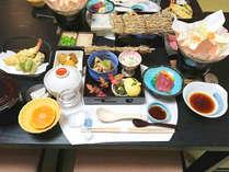 【冬の懐石料理一例】お食事は、その時々の旬のものを使った本格会席コース。