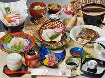 鈍川名物いのぶた小鍋の付いた会席料理(例)