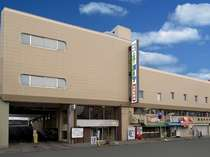 ホテルは函館駅より徒歩2分。朝市正面。