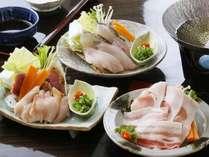 選べる三種の小鍋上 海鮮しゃぶ左 地鶏しゃぶ右 黒豚しゃぶしゃぶ