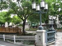 近隣には緑いっぱいの西川緑道公園♪