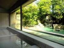 【露天風呂】1300年間こんこんとわき続け旅人を癒してきた温泉です