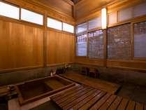 国の重要指定文化財に登録された延命閣は源泉100%の檜風呂付き