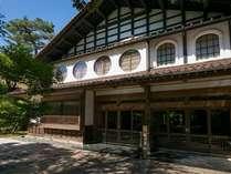 古くから凛と建っている「法師」は2016年、国の重要指定文化財に登録されました。