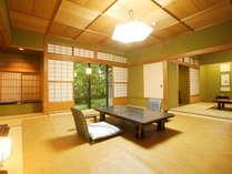 【極上の情緒を纏う。静謐な時間】『秋の館~3つの特別室~』お部屋から日本庭園へお散歩も。