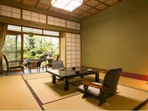 【息を呑むほどの優美な日本庭園で至福な時を】『春の館』日本庭園側。四季を感じられる風情ある客室。