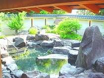 日本庭園のような露天風呂
