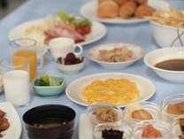 【朝食】朝カレーや、豊富な和洋食メニューで1日のパワーをチャージ!