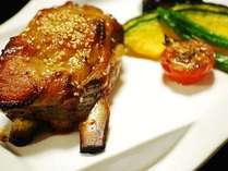 ■黒豚スペアリブ…お箸でもポロッと取れちゃう程、肉汁た~っぷりで柔らかい!