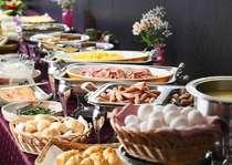 朝日に輝く那須連山の展望を楽しみながら和洋バイキング朝食♪(イメージ)