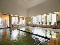 【大浴場】泉質が良く、リピーターや一般入浴客も多い大浴場。17時~19時は地元のお客様で賑わいます