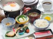 【朝食】ベーコンエッグはお好みの固さにできます♪