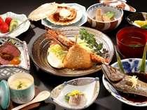 【夕食】元漁師のご主人の目利きと女将の腕が光る魚介類中心のたっぷり夕食