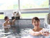内湯での入浴(イメージ)