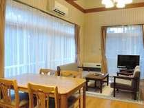 *客室一例/1階のダイニングキッチンとリビングルームは約12畳。奥には6畳の和室があります。