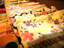 *女性のお客様には、色浴衣を無料で貸し出し!鮮やかでかわいらしい柄がたくさん♪