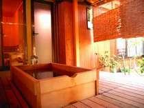 『離れ・露天風呂付松風庵』。露天風呂が立派な、贅沢客室!是非一度おいでください。