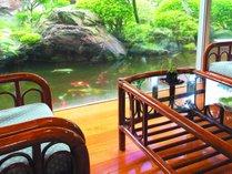 離れ松風庵特室和洋室一例【曲水】大きなガラス戸からは美しいお庭の風情をお楽しみ頂けます。