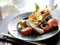 八寸イメージ:柿の葉寿司・梅貝の旨煮・塩雲丹・毬栗揚げ・吹き寄せ・エシャロット
