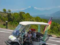 自動運転でらくらく♪ 遊覧カートに乗って富士山を眺めよう。