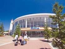 隣駅「南千歳駅」目の前「アウトレットモールレラ」です。