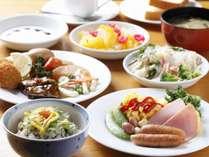 【朝食無料バイキング】道産食材を積極的に取り入れた、手作りメニューをお楽しみ下さい。6:00~10:00