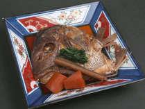 【鯛のかぶと煮】鯛の頭を甘辛く煮付けた一品。ご飯が進みます