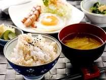 朝食(軽食)当館自慢の玄米ごはん おかわりOKです