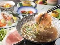 2018年6月~8月:「楽膳」イメージ写真:のぼりべつ豚のシャキシャキ玉葱鍋がメイン