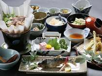 素材本来の味が活きるように丁寧に、また真心込めてこしらえた山のお料理をご堪能下さい