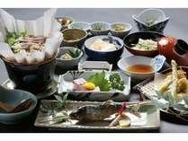 素材本来の味が活きるように丁寧に、また真心込めてこしらえた山のお料理をご堪能下さい。