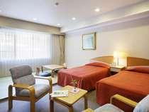 畳とベットが融合された和洋室(客室一例)